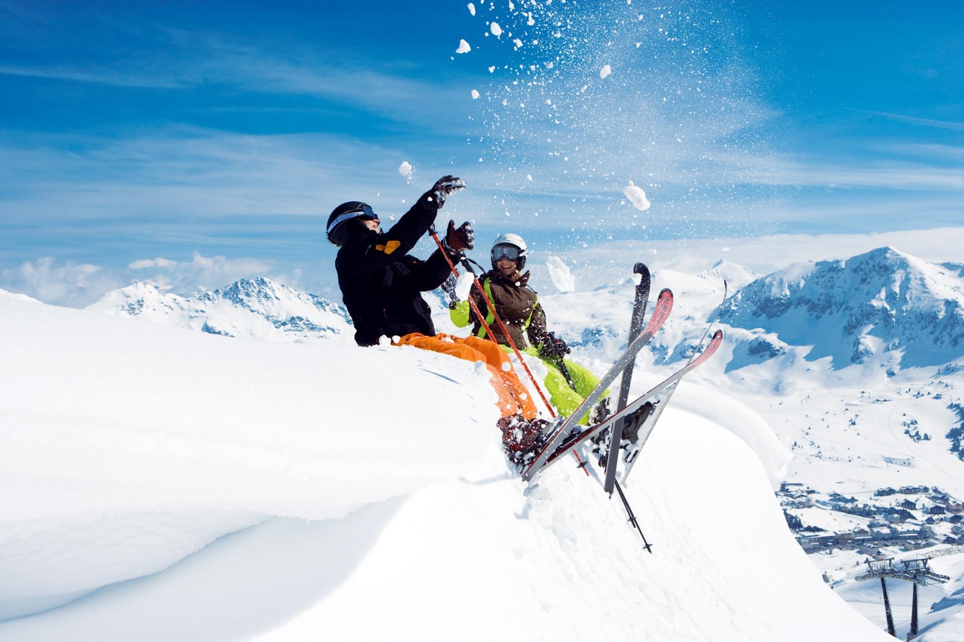 Катание на сноуборде и горных лыжах